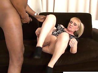 Mature takes an interracial anal fucking
